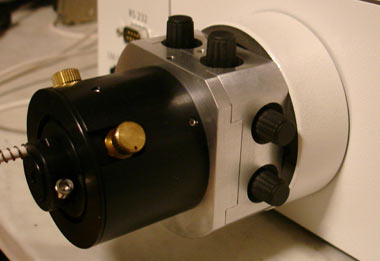 DUV light-management-module coupled at the microscope